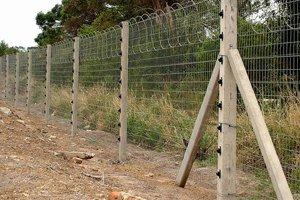 A PRACTICAL GUIDE TO ELECTRIC FENCING FOR HORSES AND PONIES
