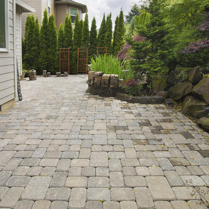 6 brilliant and inexpensive patio ideas for small yards for Small stone patio ideas
